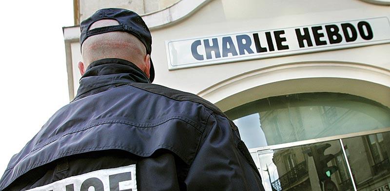 מערכת ``שרלי הבדו`` בפריז / צילום: רויטרס