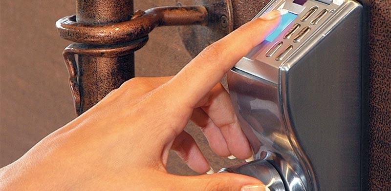שעון נוכחות ביומטרי / צילום: שאטרסטוק