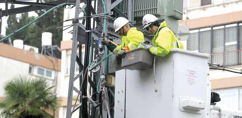 עובדי חברת חשמל / צילום: יחצ
