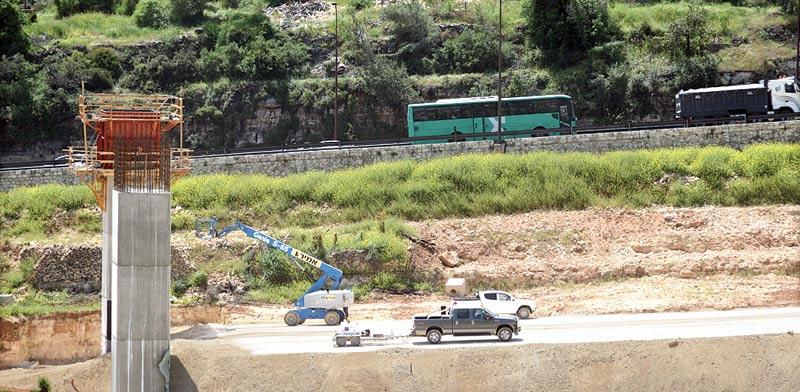 עבודות בכביש 1 / צילום: איל יצהר