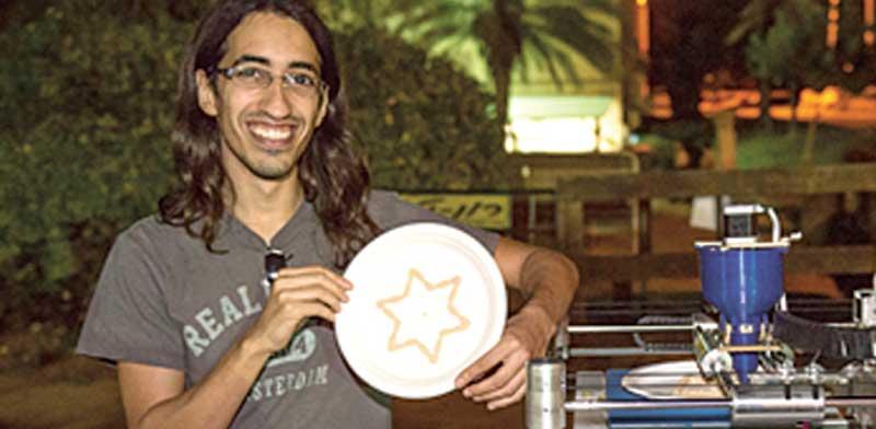 מדפסת חומוס שפותחה ב GeekCon / צילום: טל דואק