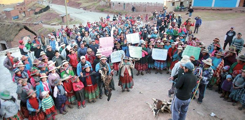 הפגנה של עובדי מכרות בפרו / צילום: רויטרס