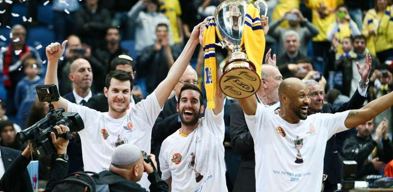 מכבי תל אביב זוכה בגביע המדינה בכדורסל 2015  / צילום: עודד קרני, איגוד הכדורסל