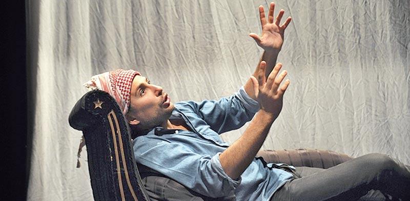 """ג'רמי ברכה ב""""ערפאת בטיפול"""" / צילום: יח""""צ"""