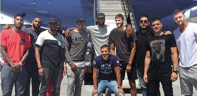עומרי כספי ושחקני ה- NBA בנתבג/ צילום: יוסי כהן