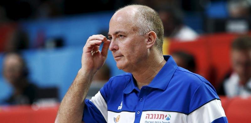 ארז אדלשטיין מאמן נבחרת ישראל בכדורסל / צילום: רויטרס