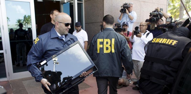 """ה-FBI פושט על משרדי פיפ""""א / צלם: רויטרס"""