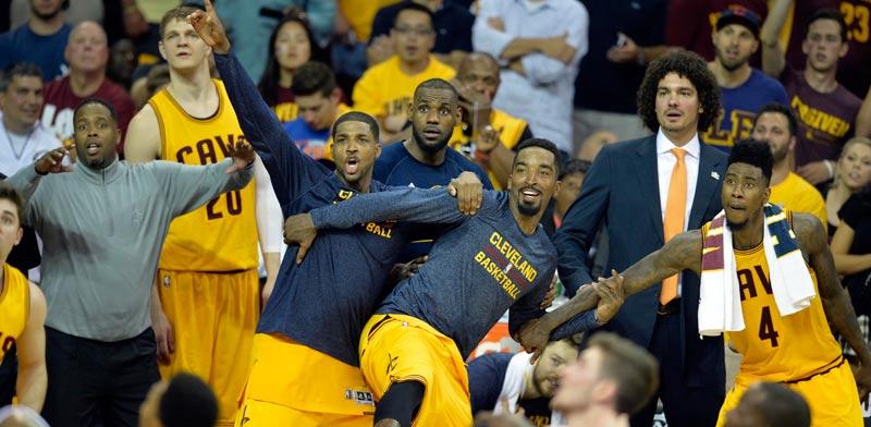 שחקני קליבלנד חוגגים עלייה לגמר ה-NBA / צילום: רויטרס