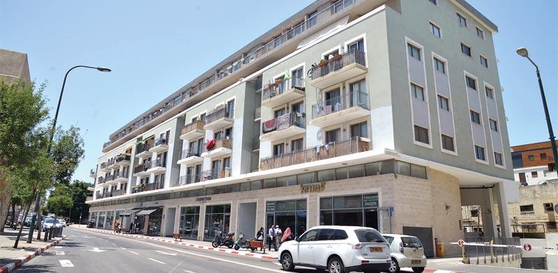 הבניין ברחוב עזר ומרזוק / צילום: תמר מצפי