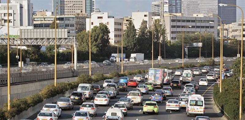 Traffic jam Photo: Eyal Yitzhar