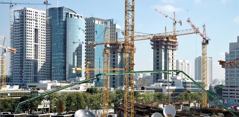 """מבט על מגדלי משרדים מדרום לקריה בת""""א / צילום: תמר מצפי"""