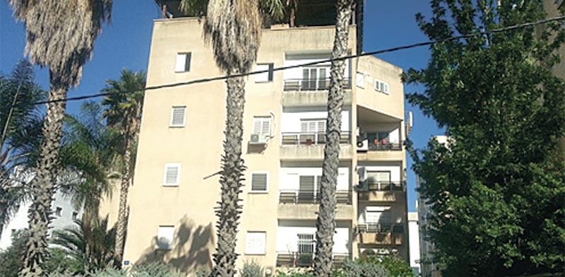דירה בת 5 חדרים בחדרה, ברחוב אחד העם במרכז העיר / צילום: תמר מצפי