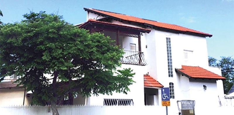 קוטג' בתל אביב, ברחוב פליטי הספר בשכונת רמת ישראל / צילום: יחצ