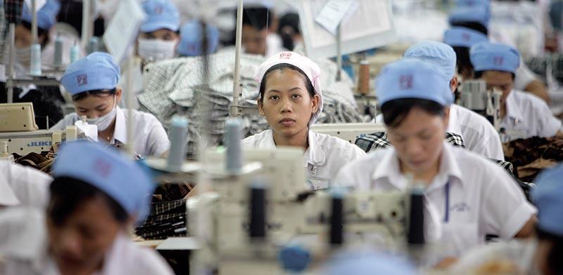 עובדות במפעל של נייקי / צילום: רויטרס