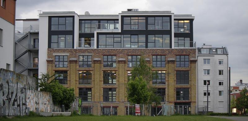 """בניין משרדים """"הפקטורי"""", ב-Mitte  מרכז חברות סטארט-אפ/קרדיט שאטרסטוק"""