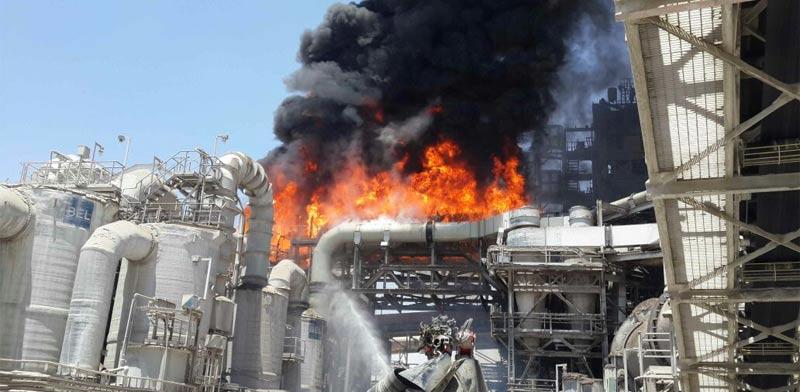 שריפת מפעל חומרים מסוכנים בדימונה - רותם אמפרט /  צילום: דוברות מחוז דרום