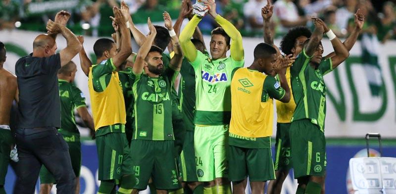 הקבוצה הברזיליאית במטוס / צילום: רויטרס
