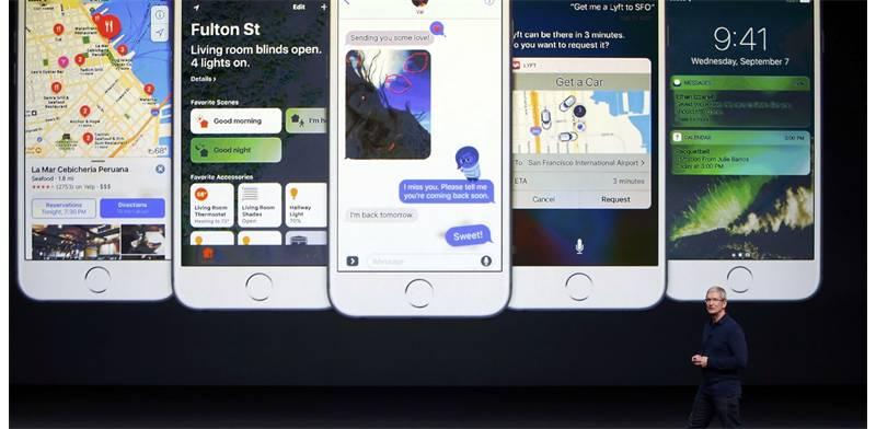 טים קוק מציג את האייפון 7 (צילום: רויטרס)