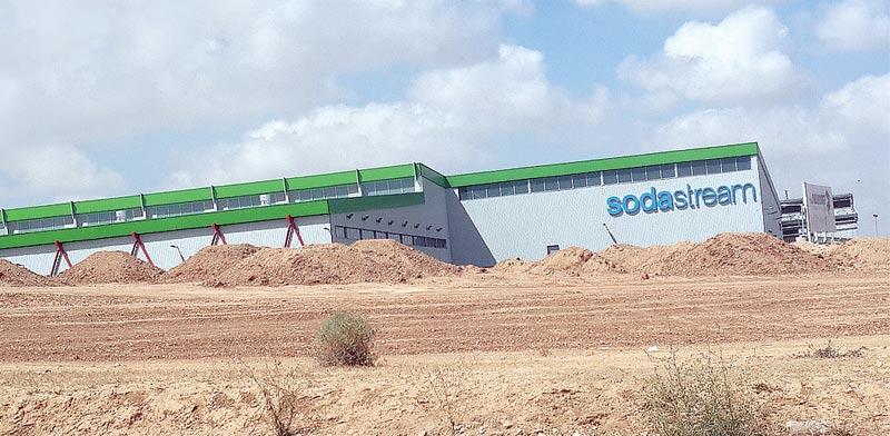 מפעל סודהסטרים בדרום / צילום: איל יצהר