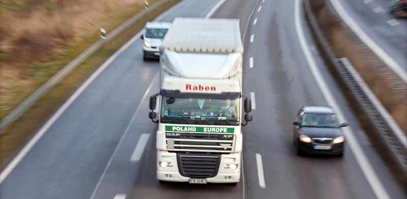 משאית על כביש באירופה / צילום: רויטרס