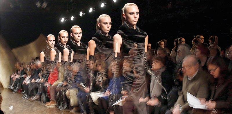 דוגמניות בבגדים של דונה קארן / צילום: רויטרס