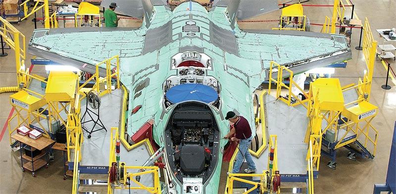 פס הייצור של החמקן. מטוס מהדור החמישי / צילום: רויטרס