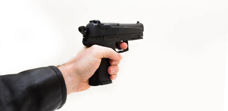 קבלת רישיון נשק   / צילום:  Shutterstock/ א.ס.א.פ קרייטיב