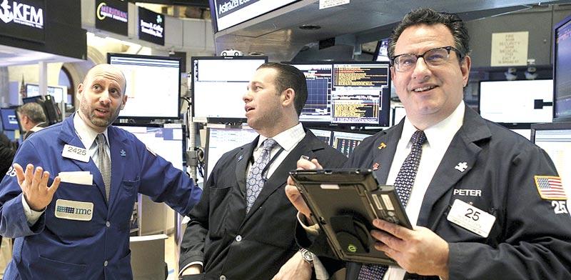 משקיעים בבורסת NYSE  / צילום: רויטרס
