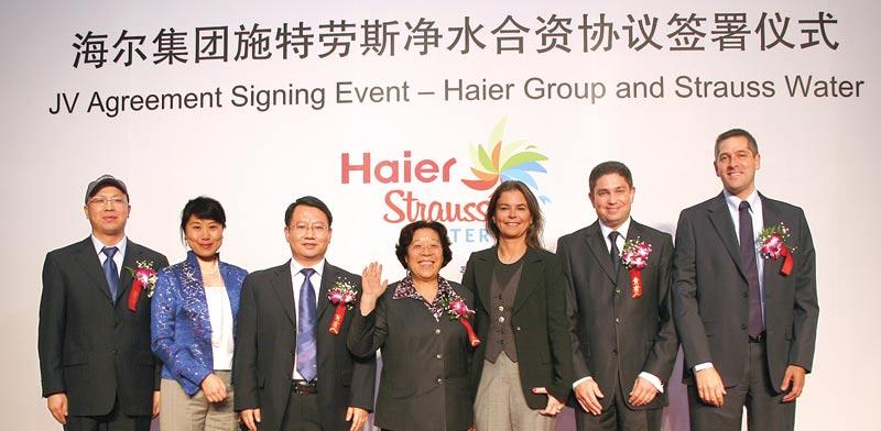 """ראשי שטראוס והאייר הסינית  בטקס השקת המיזם המשותף ב2010 / צילומים: יח""""צ"""