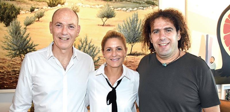 יוסי גביזון (מימין) ואתי וגבי ריטר / צילום: שוקה כהן