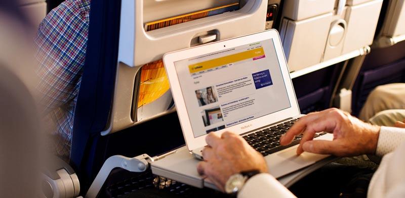 """האינטרנט האלחוטי בטיסות, מסופק כיום ברוב הטיסות ארוכות הטווח/ צילום: יח""""צ"""