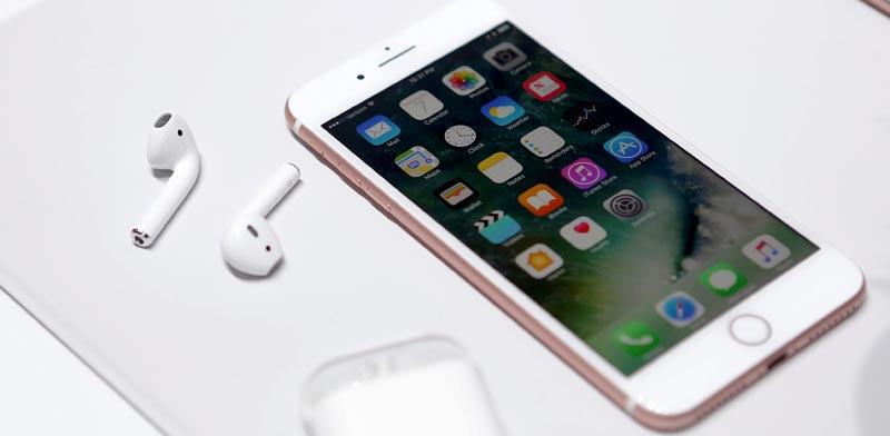 אייפון 7 ו–AirPods,  כפי שהוצגו אמש (ד')  / צילום: רויטרס