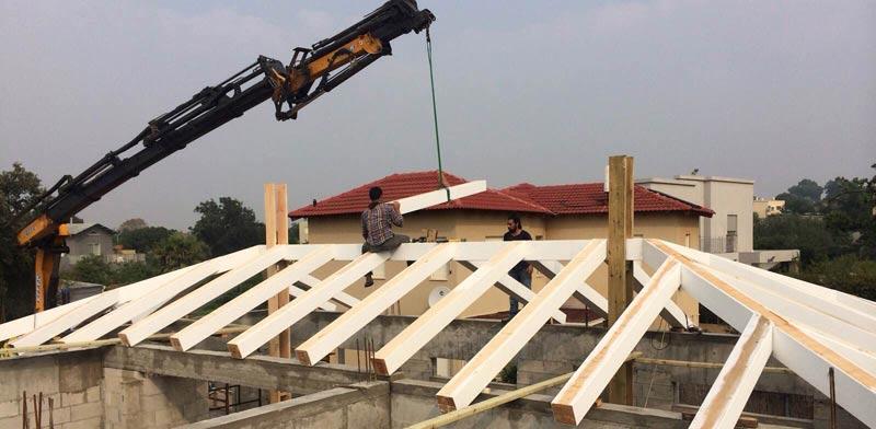 """התקנת גג גלוי, אדריכלות: פזית סלע, ביצוע: """"מוגלי"""" / צילום: אילן עמיחי"""