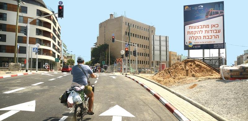 רוכב אופניים בתל אביב/ צילום: איל יצהר