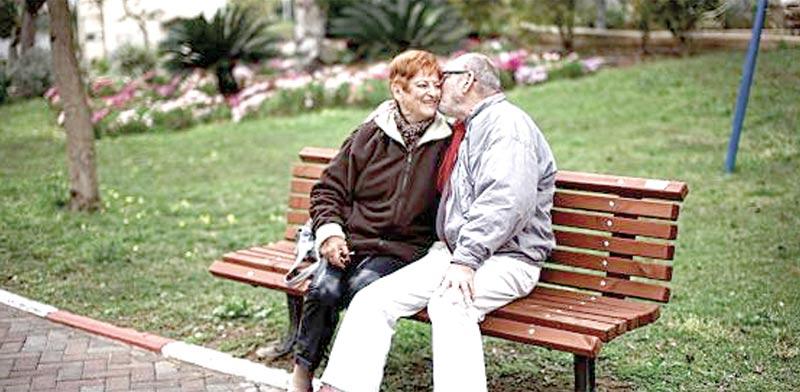 זוג קשישים בבית אבות / צילום: אתר רשת משען