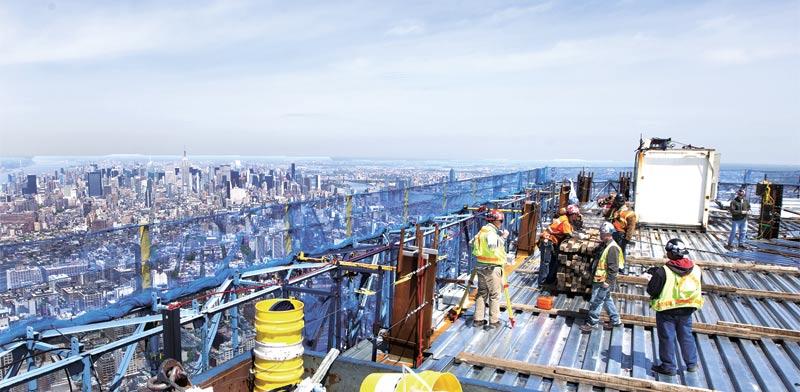 """בנייה בארה""""ב והדמיית המגדל החדש / צילום: רויטרס"""