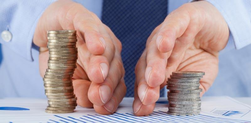 חלוקת כספים / צילום:  Shutterstock / א.ס.א.פ קרייטיב
