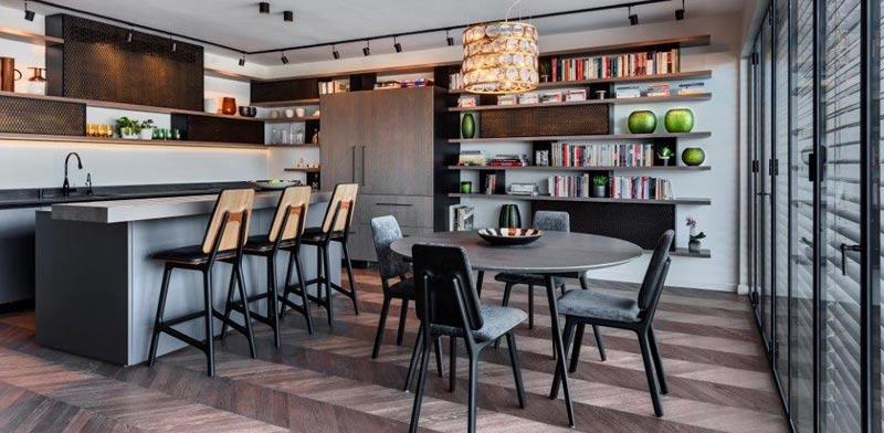 הספרייה כאלמנט המרכזי המסתובב למטבח של מטבחי סמל/ צילום: עודד סמדר