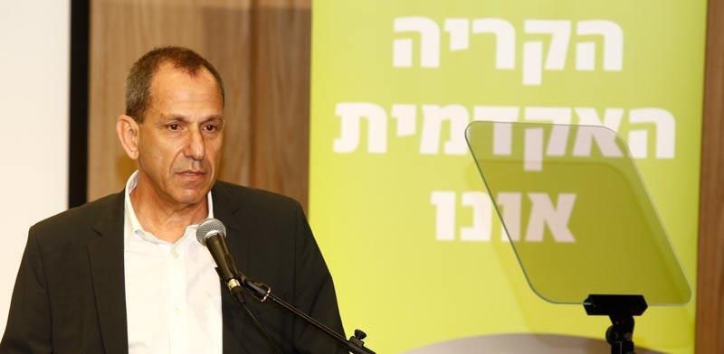"""שמואל האוזר בכנס בקריה האקדמית / צילום: יח""""צ"""