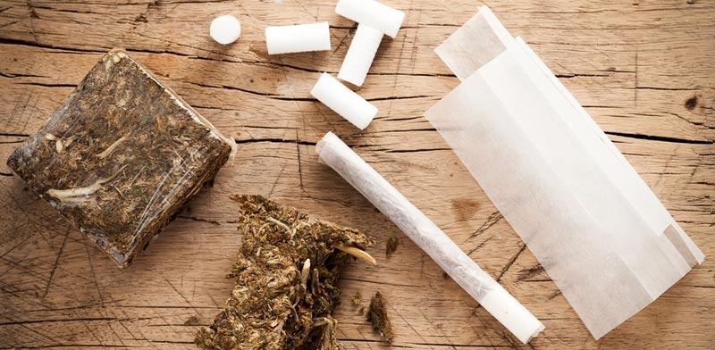 בליעת סמים לצורך הברחה / צילום:  Shutterstock/ א.ס.א.פ קרייטיב