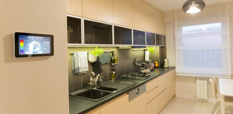 """הטכנולוגיה שמצליחה להפוך בפשטות בית רגיל ל""""בית חכם"""""""