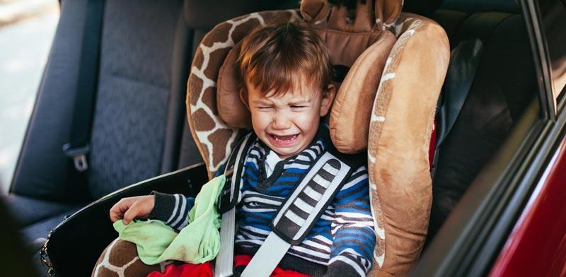 ילד בוכה בנסיעה / צילום: שאטרסטוק
