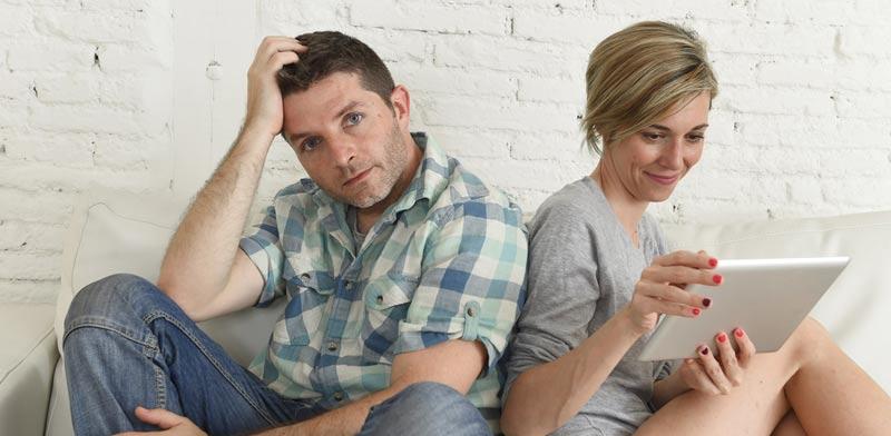 מחקר: ככל שאשה מרוויחה יותר, שביעות רצון בן הזוג נפגעת