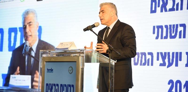 יאיר לפיד בכנס לשכת יועצי המס / צילום: ארן דולב