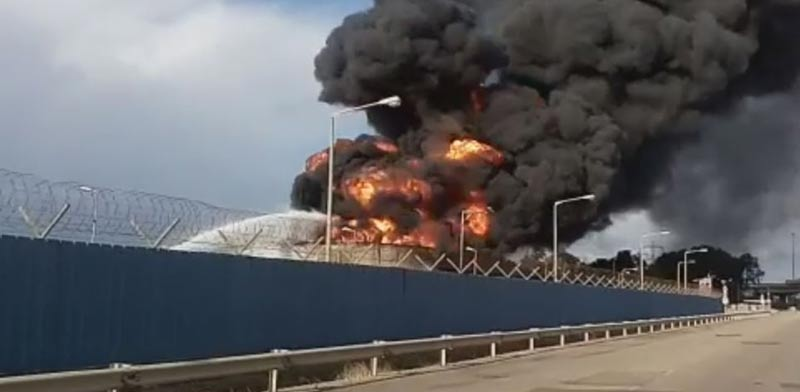 שריפה בתי זיקוק / צילום: שירותי כבאות החוץ, צילום מסך חדשות 2