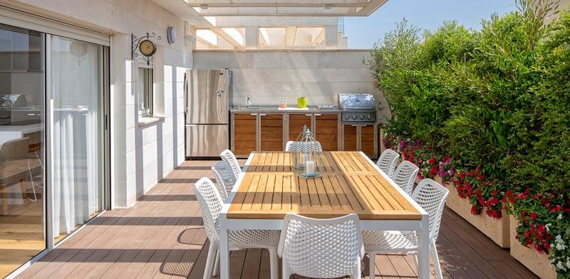 מטבח סמל במרפסת לאירוח וחוויית בישול במרפסת. צילום: שי אפשטיין