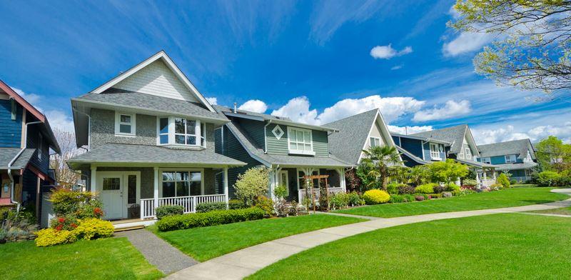 שכונת מגורים בפרבר אמריקאי .צילום:  Shutterstock/ א.ס.א.פ קרייטיב