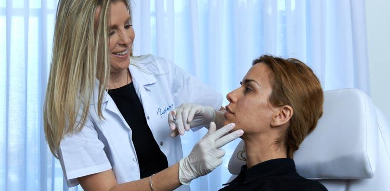 טיפול סקינבוסטר לצוואר. למיצוק ומתיחה  / צילום: שי קדם