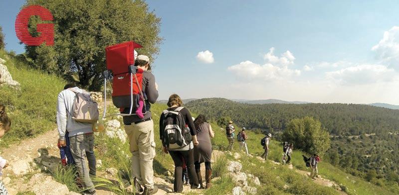 מטיילים בשמורת הטבע הר גיורא/  צילום: דקל גד - רשות הטבע והגנים