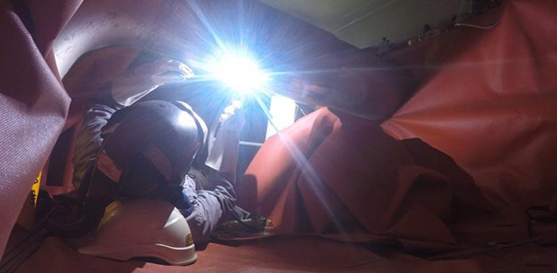 פעילות הריתוך על האסדה לתיקון הסדק / צילום: נובל אנרג'י